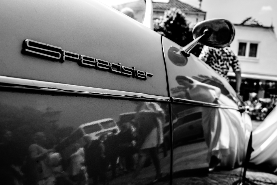 Bruid in bruidsauto | Zeeuwse bruiloft bij Slot Moermond in Renesse