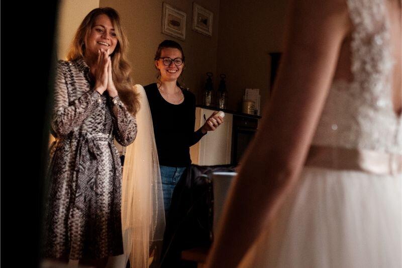 Reacties op de bruidsjurk na het aankleden