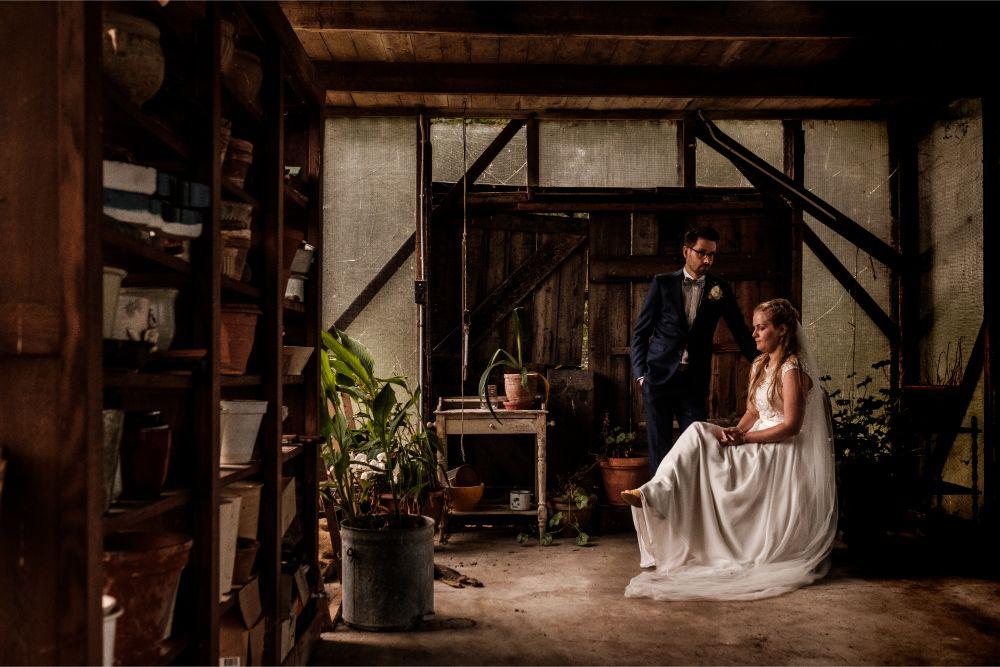 Schilderachtig licht bruid en bruidegom