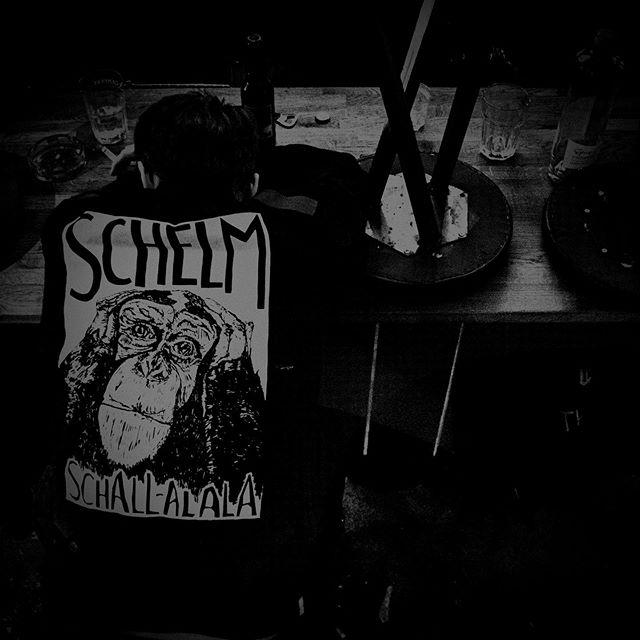 Am 12.07. gibt es sieben neue Songs von uns! #closingtime #schelm