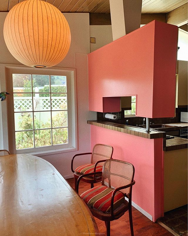 ✨1956✨ Toured this home in the canyon and loved the fun pink kitchen. Sad to say there's a high chance the whole thing will be torn down and redeveloped, so I'm happy to have had the chance to see it.