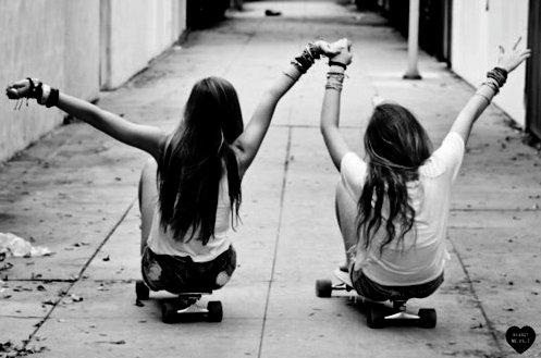 black-and-white-fashion-friends-girls-holding-hands-favim-com-459258.jpg