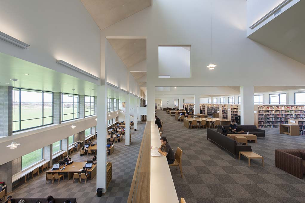 18_University of Hawaii West Oahu Campus-Library Interior.jpg