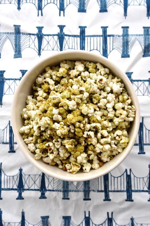 spirulina popcorn.jpg