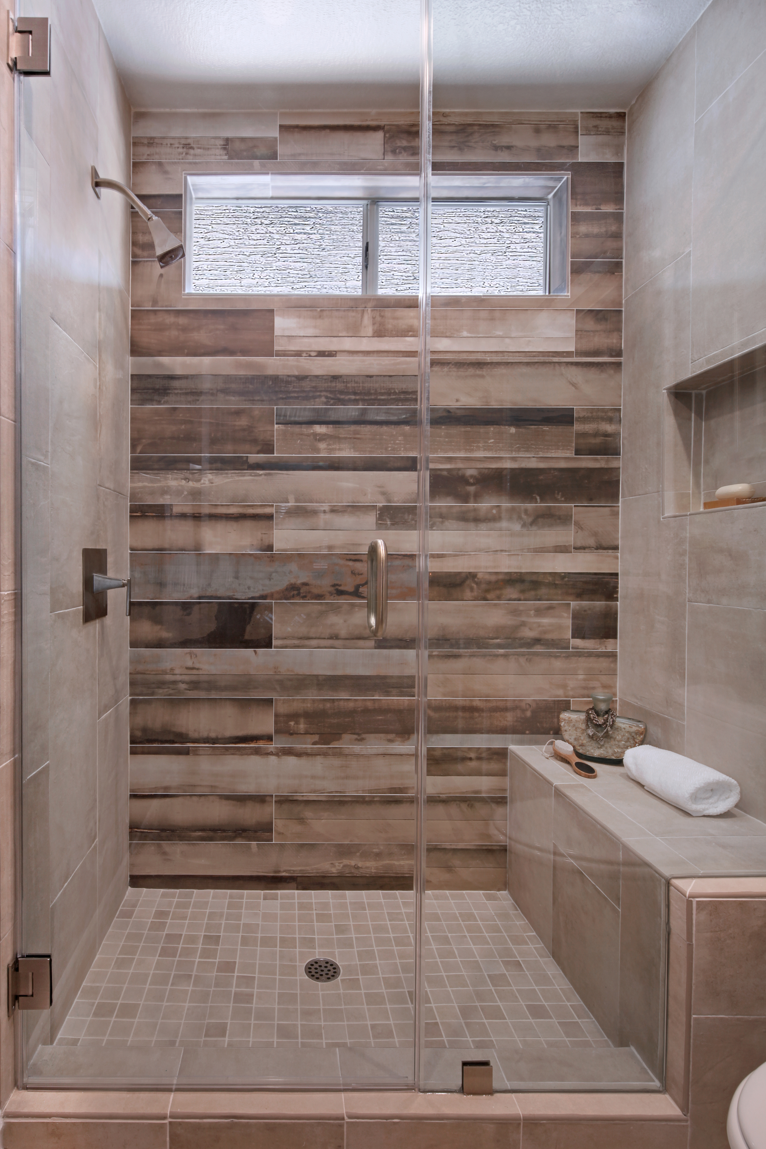 7848SanLuisDr02Shower.jpg