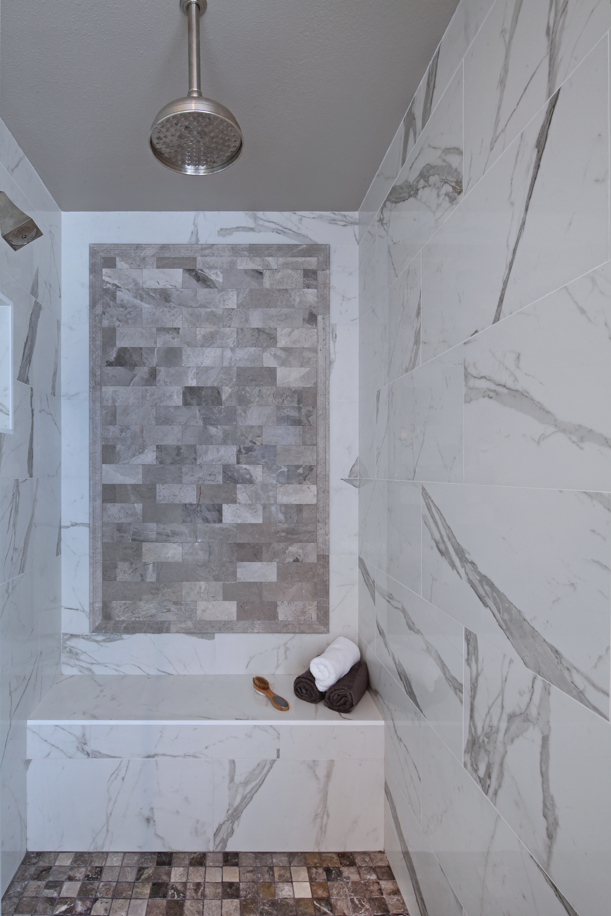 7848SanLuisDr04Shower.jpg