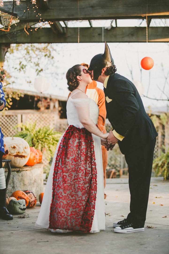 Mike&Hannah_HalloweenWedding-28.jpg