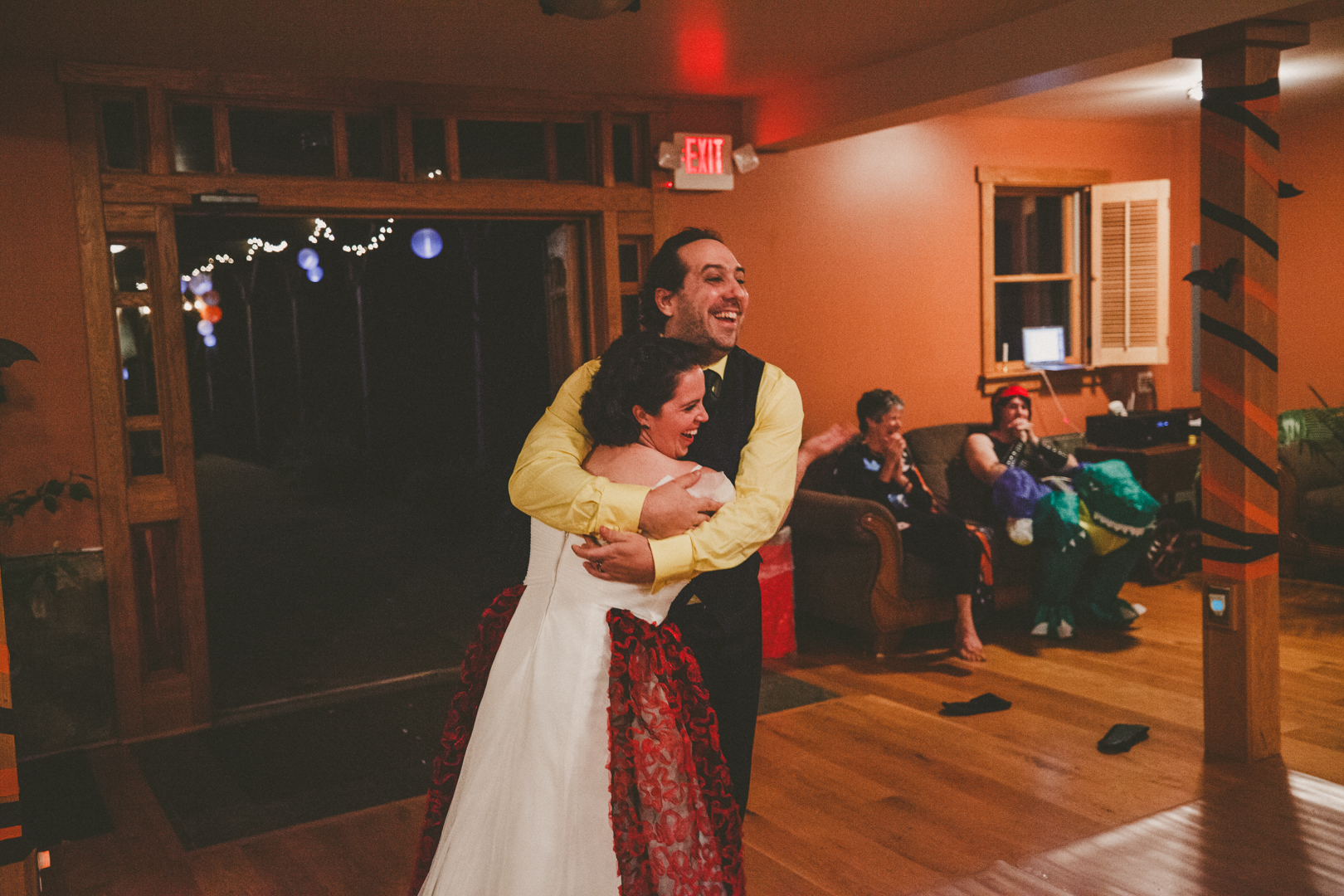 Mike&Hannah_HalloweenWedding-42.jpg
