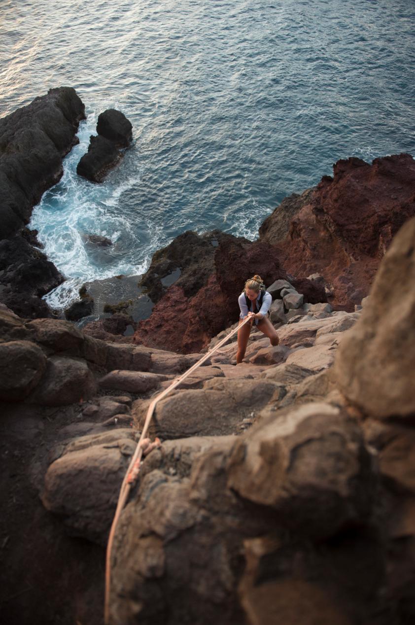 rockclimbing_ocean_surf_ashleycamper