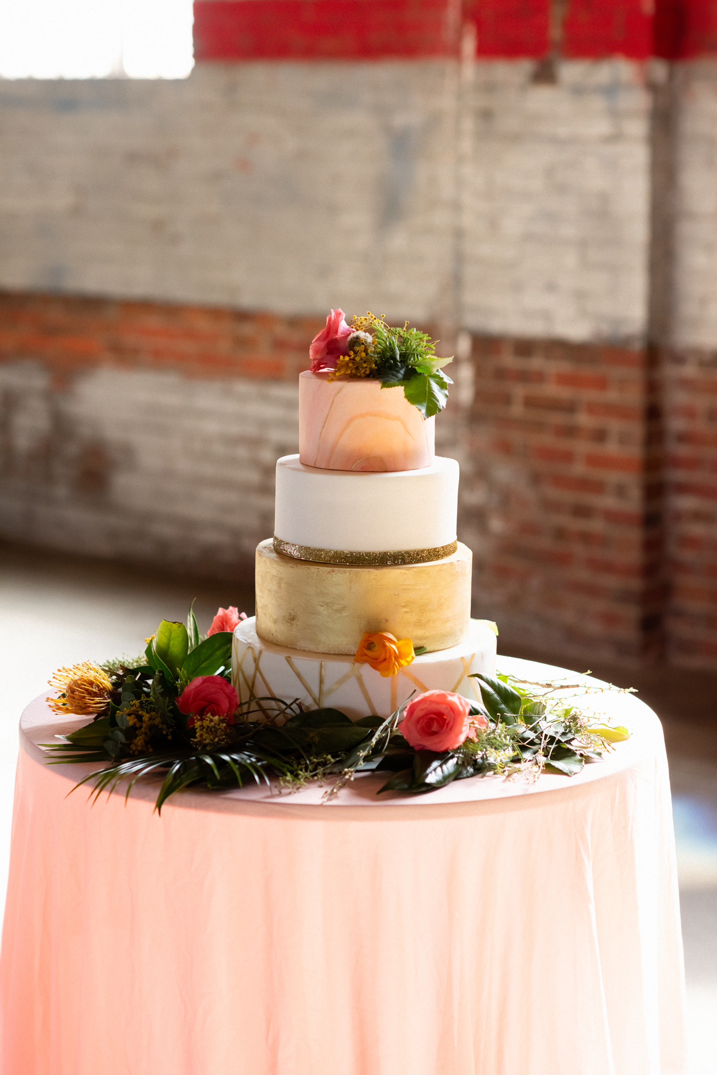 Cake by Southern Couture Cakes, Floral by Johnson Florist, Captured by Eric Cox Photography
