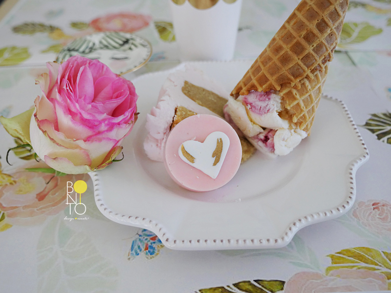 How we love to incorporate ice cream to a birthday party! We went with a chic girly look for this birthday decor. Here are a few cute detail shots from BONITO.