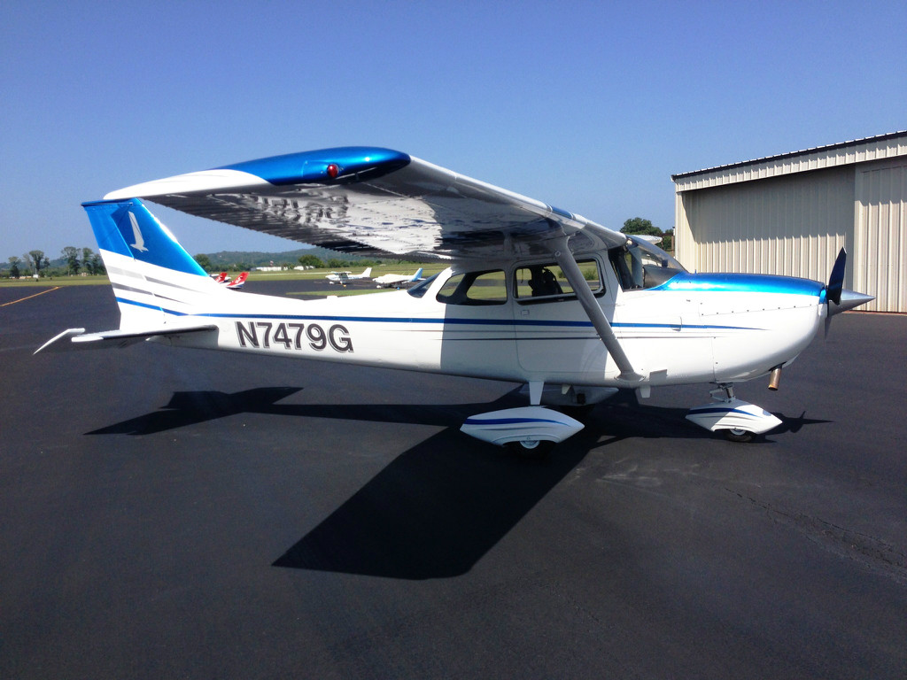 N7479G - Our nicely-equipped Cessna 172K