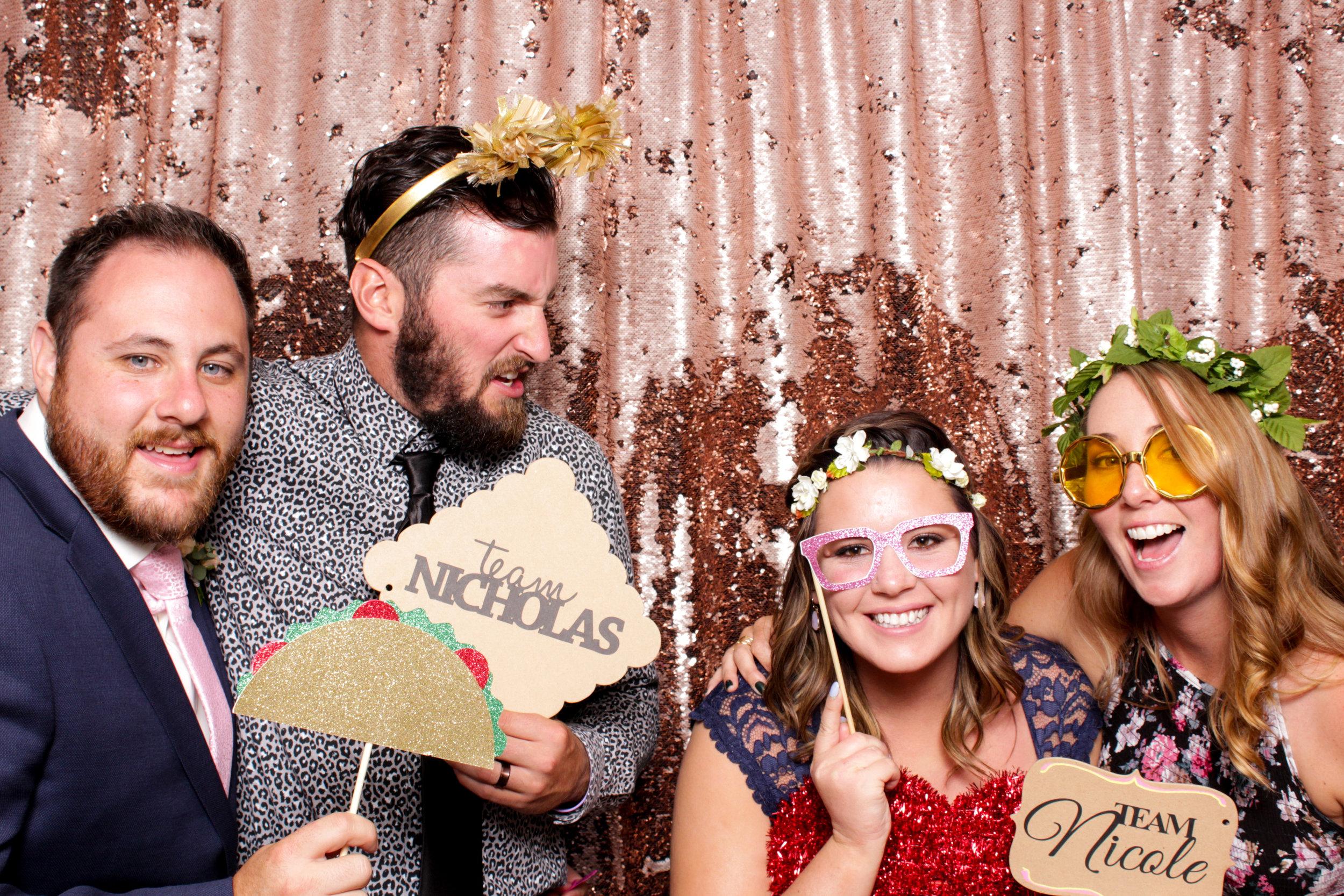 FOTOMOJI_Calgary_Wedding_Photo_Booth_Rental-88.jpg