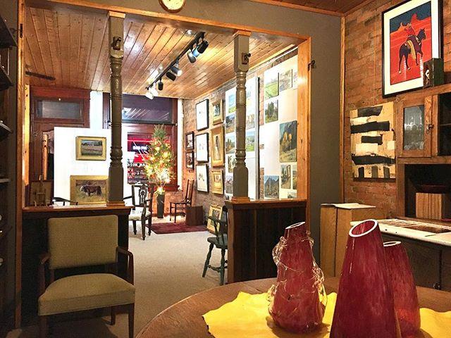 Last night's view from the secondary market room...#coilaevansgallery . . . .  #artgallery #art #oilpainting #jerryiverson #amadopena #southwestart #southwestartist #westernartcollector #artist #montanaartist #artcollector #serigraph #fineart #oilpainting #americana #coilaevansartgallery #nostalgia #vignette #interiordesign #1900s #hoosiercabinet #antique #secondarymarket #blownglass