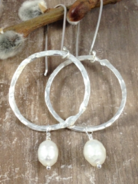 Nicole earrings with faceted ivory freshwater pearls