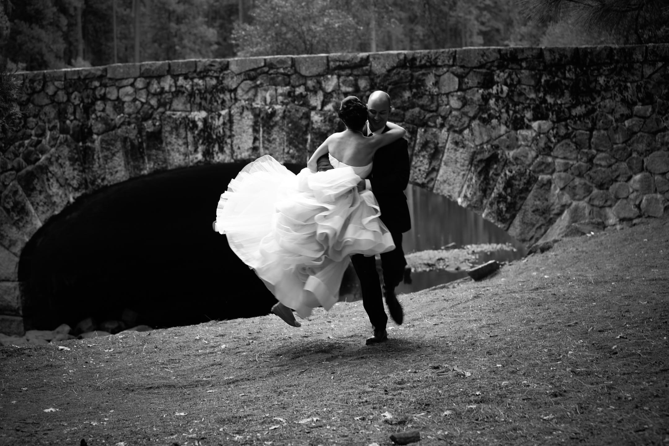photo of outdoor wedding photos in yosemite