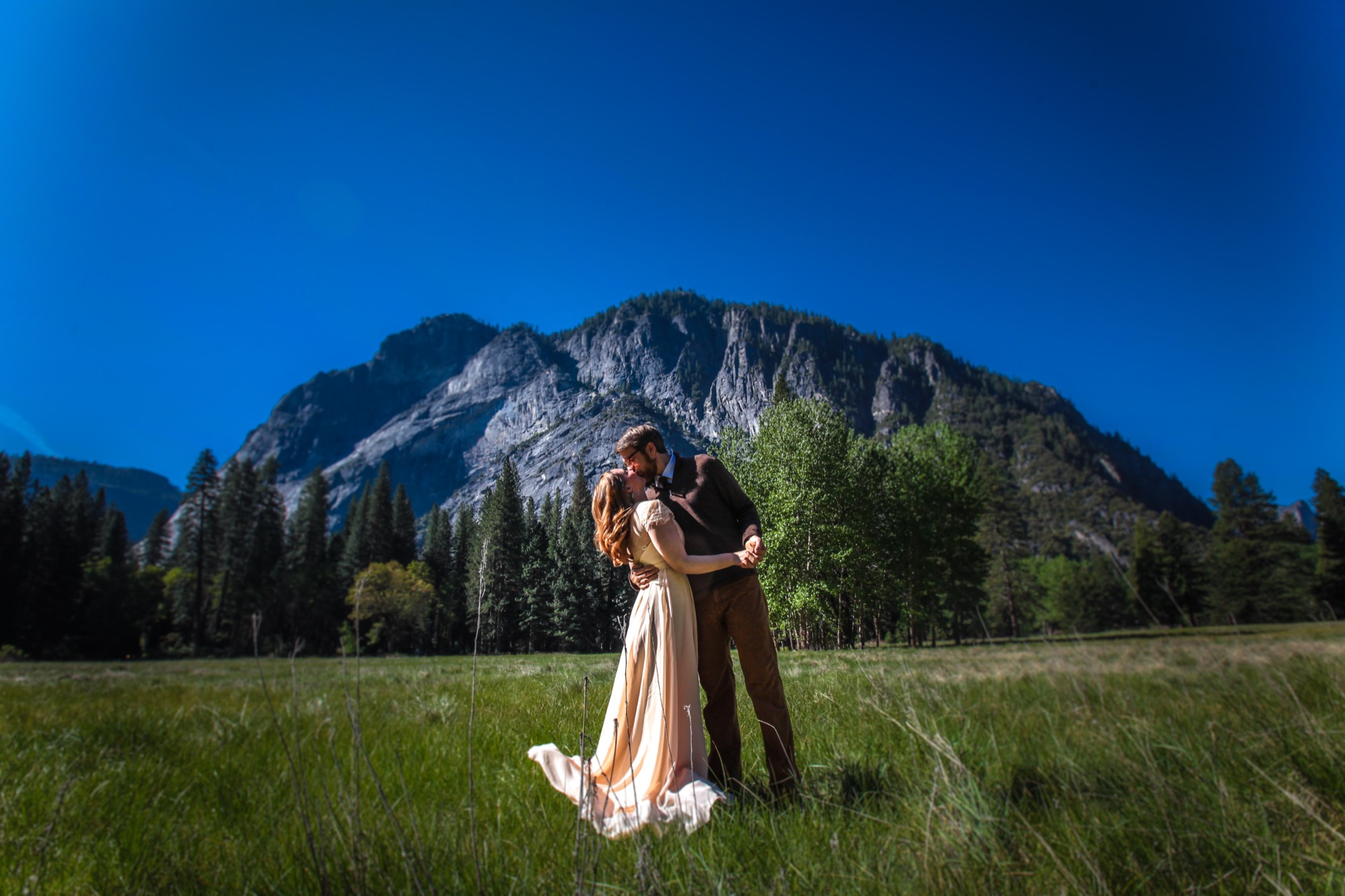photo of outdoorsy yosemite elopement photographer