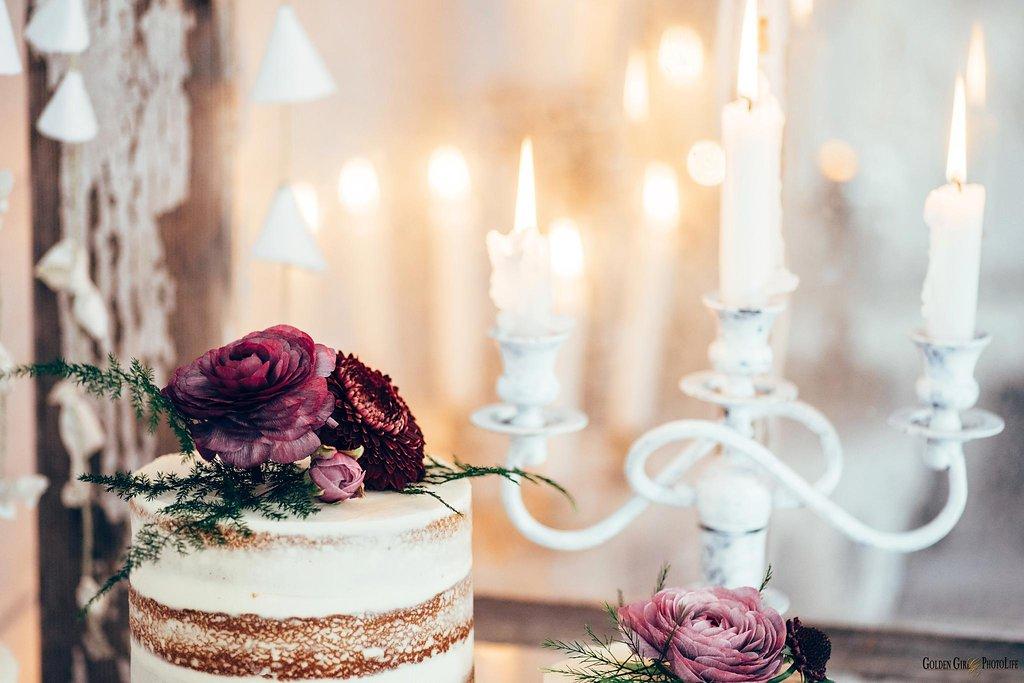 seattle-tiny-house-styled-shoot-wedding-cake-design_0006.jpg