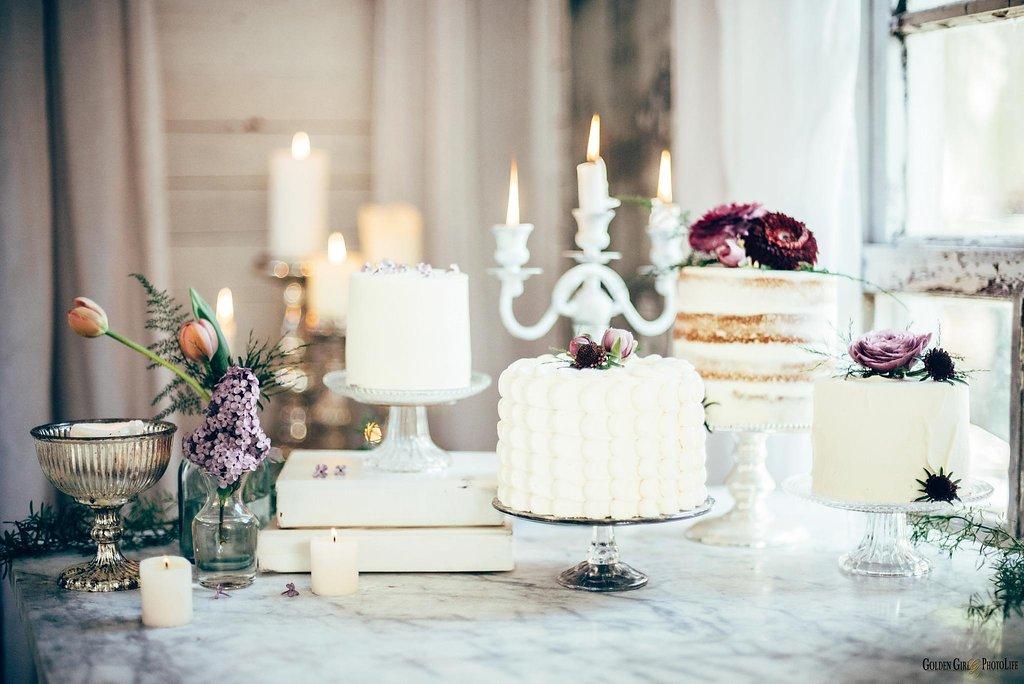 seattle-tiny-house-styled-shoot-wedding-cake-design_0008.jpg