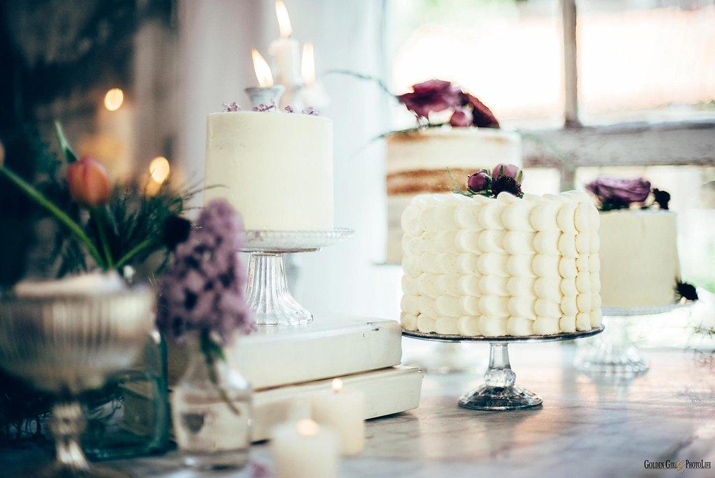 seattle-tiny-house-styled-shoot-wedding-cake-design_0007.jpg