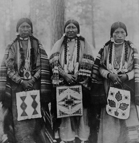 Three women on the Warm Springs Reservation in 1910.