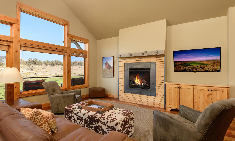 4-bedroom-_1-story_cabin_livingroom_3.1500x900.jpg