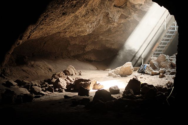 We need your help - Cave Clean Up: bit.ly/cave-cleanup-wt (in bio)  October 19 & 20 we are partnering with the Oregon High Desert Grotto to clean up graffiti and trash. Multiple times / days are available to volunteer - we would love for you to join us!   Photo by @drewpick #inbend #visitbend #bendoregon #wanderlusttours #thebestofbend #centraloregon #backyardbend #traveloregon #volunteer #caves