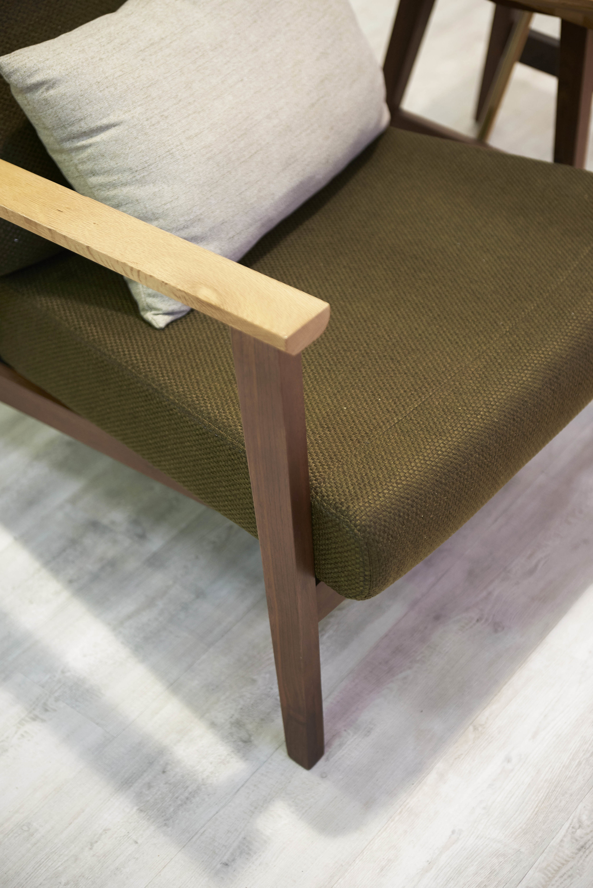 DUALTONE END TABLE & 1-SEATER SOFA FROM  COMMUNE