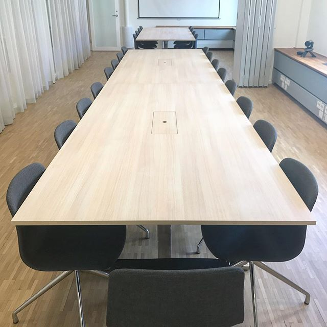 Today's delivery: two conference tables with Formica oak laminate. Heavy! #mfsnickeri #inredning #woodworking #customwoodworking #inredningssnickeri #wefurn