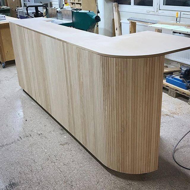 I finally got the ash panel from my custom supplier. Spent the day cutting and choosing to get an even shade. Next step is to glue the bent ash edging. Then laminate the Infiniti Formica on the mdf core. Quite happy so far! #mfsnickeri #finsnickeri #inredningssnickeri #bespoke #woodworking #finewoodworking #interior #interiordesign #stombergs #formica