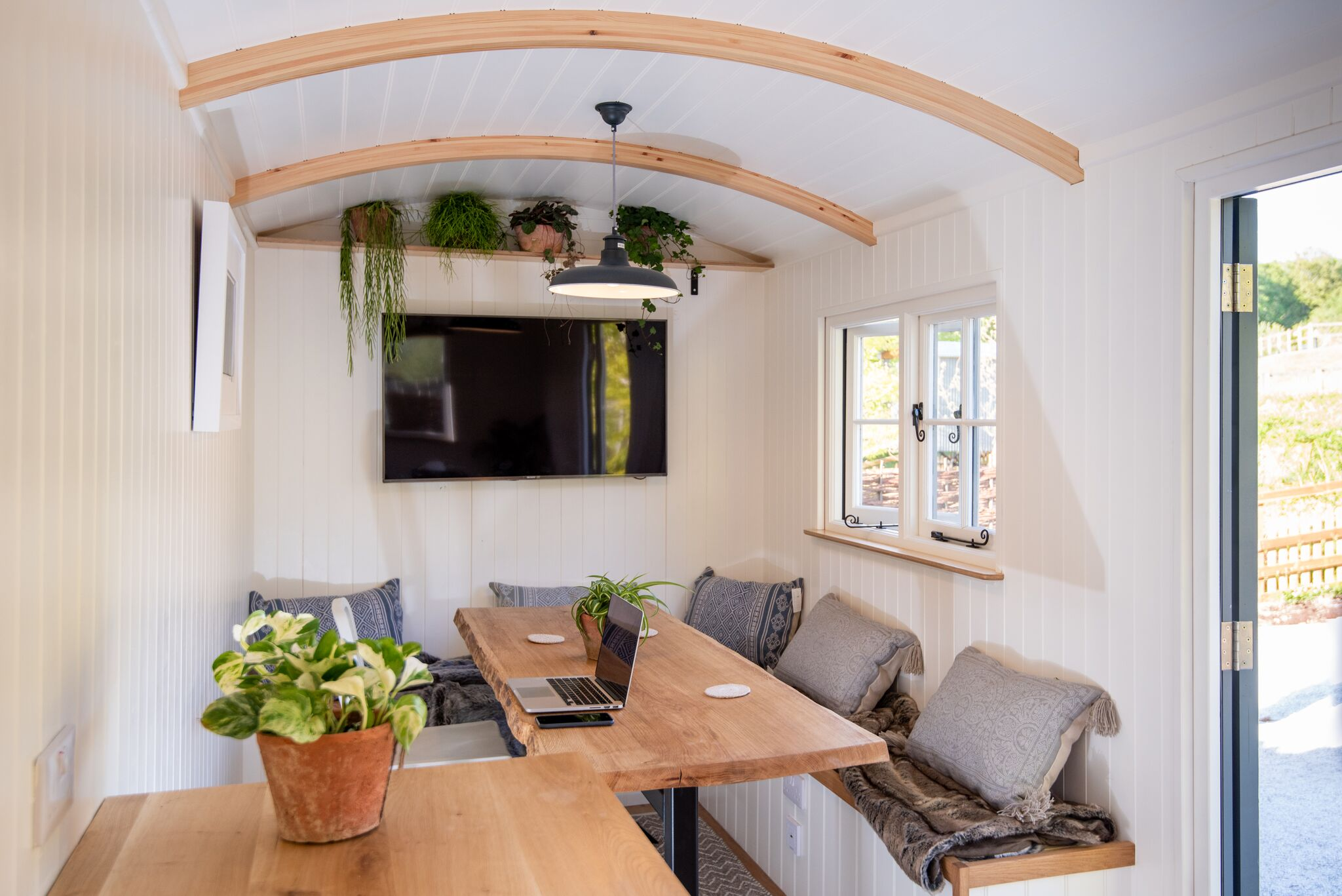 Office / meeting room huts -