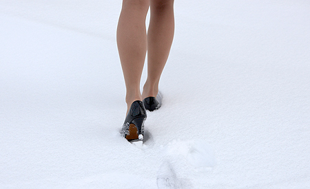 high-heels-in-the-snow-winter-fashion.jpg