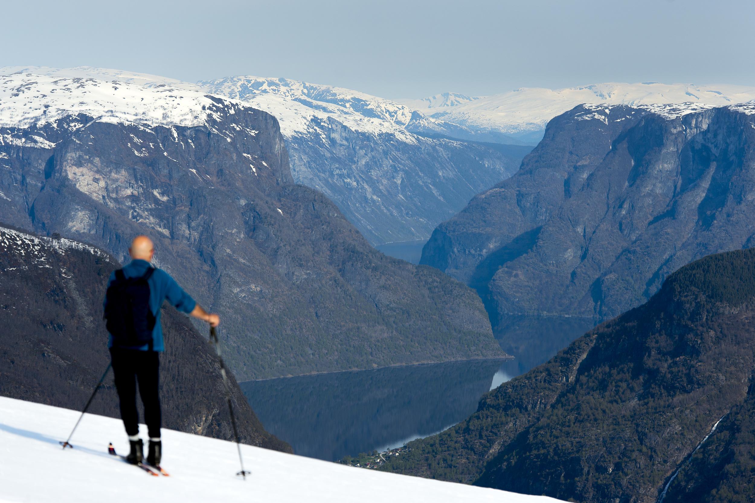 fjord_skiing2.jpg