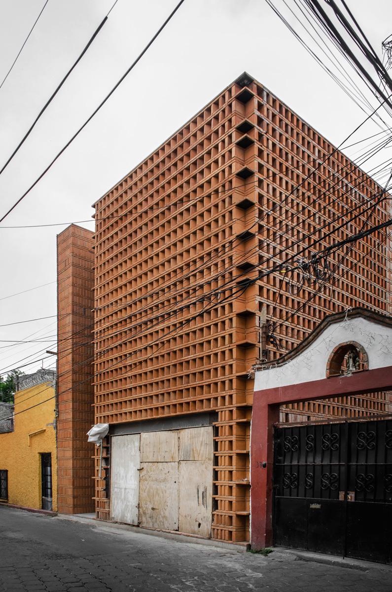 Façade of Estudio Iturbide by Taller Mauricio Rocha + Gabriela Carrillo in Mexico City as seen in www.blogfundamentos.com/ Photo credit: Oscar Hernandez.
