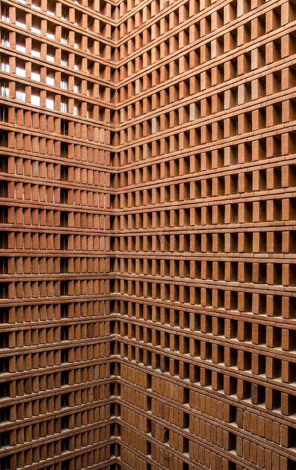 Internal view into the courtyard of Estudio Iturbide by Taller Mauricio Rocha + Gabriela Carrillo in Mexico City as seen in www.blogfundamentos.com/ Photo credit: Oscar Hernandez.