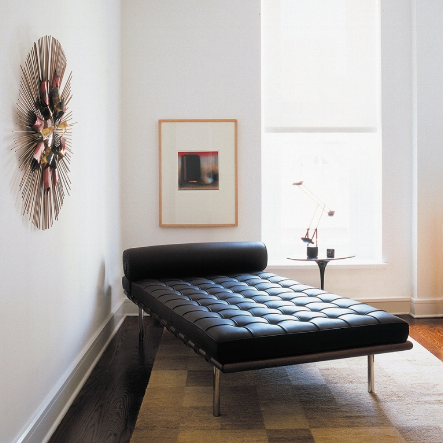 barcelona-couch-saarinen-side-table-5605_z.jpg