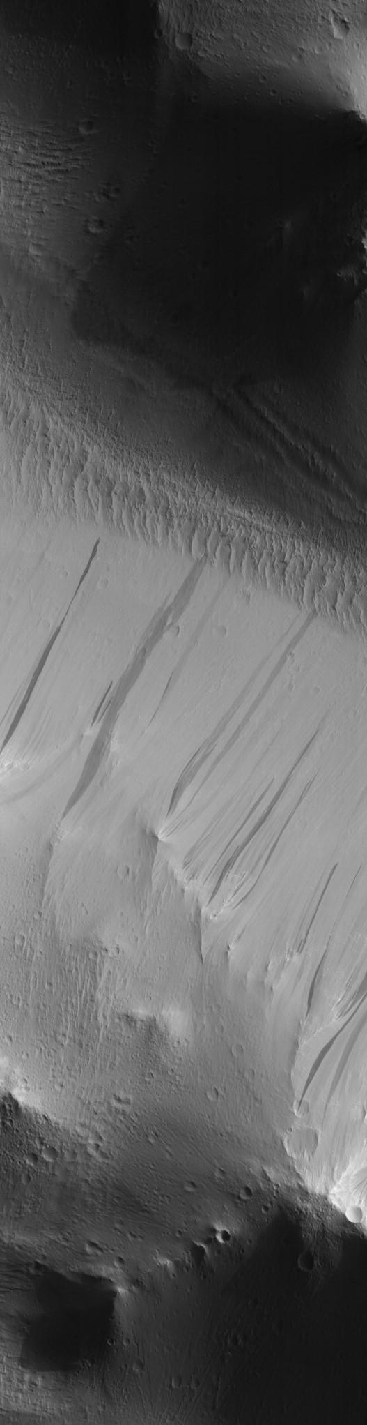 Streaks near Olympus Mons volcanic base. Image credit: HiRISE-ASU