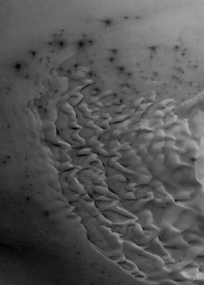 Northern dune in the early spring season defrosting! Image credit: NASA/HiRISE/ASU
