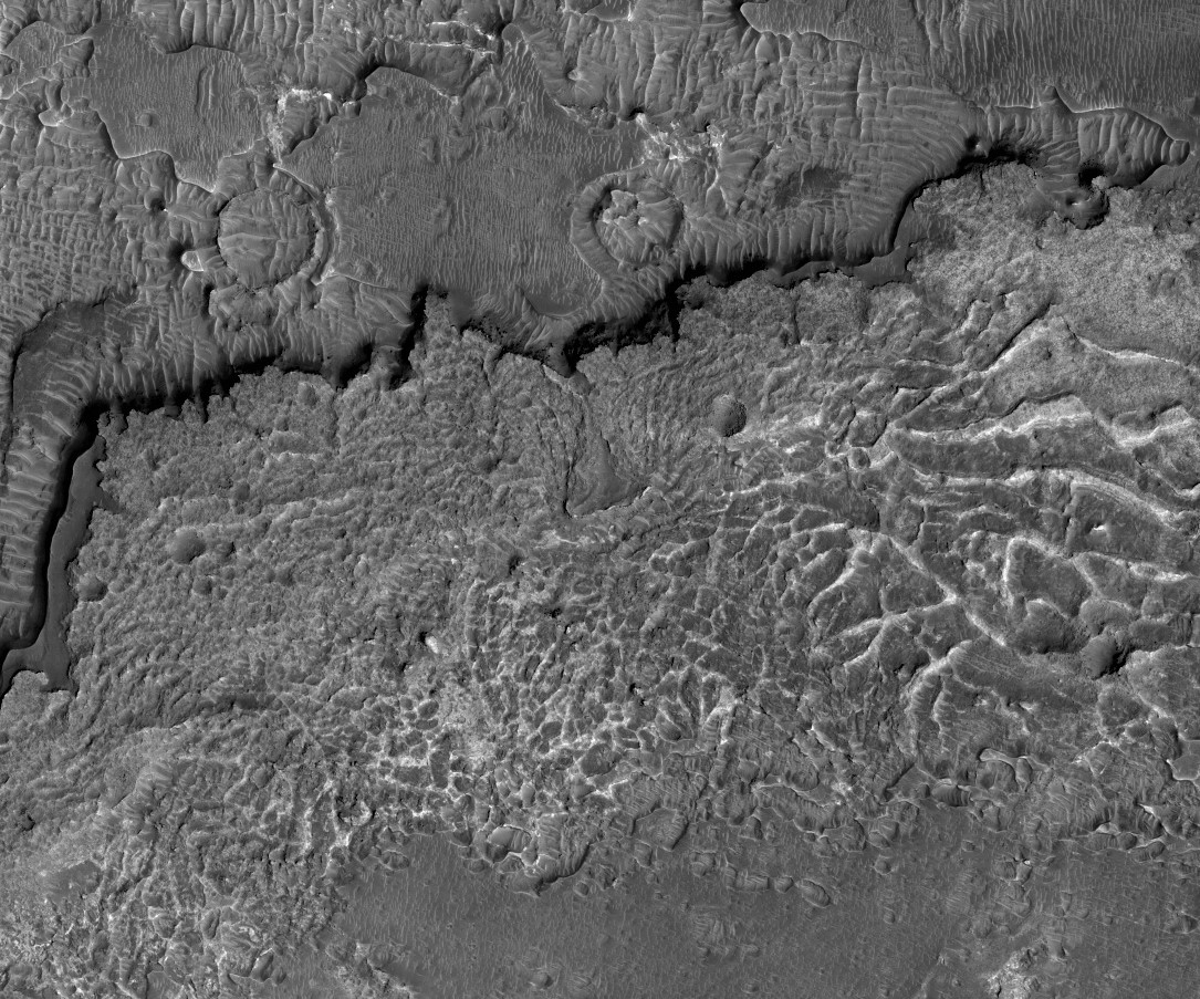 Mars HiRISE image of Aureum Chaos pyroclastic textured terrain. Image credit:NASA/JPL/University of Arizona
