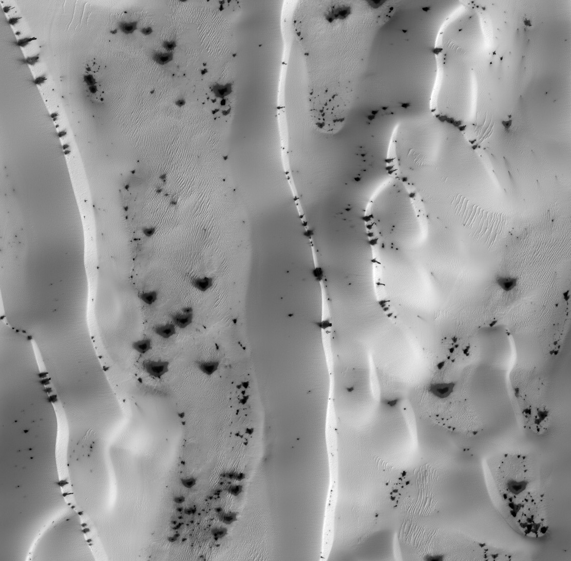 Martian frosted dune with black jets of gas escaping! HiRISE ID: ESP-011917-1080. Image credit: HiRISE/ASU