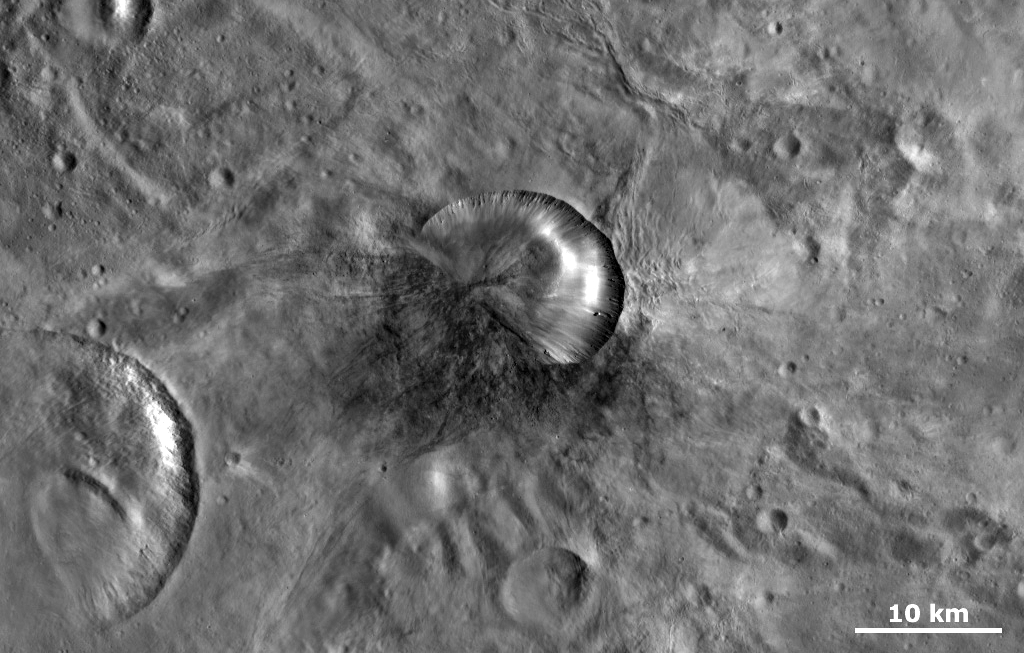 Antonia Crater on Vesta that may be the source crater of the Sariçiçek howardite meteorite. Image credit: NASA/JPL-Caltech/UCLA/MPS/DLR/IDA, Dawn Mission.