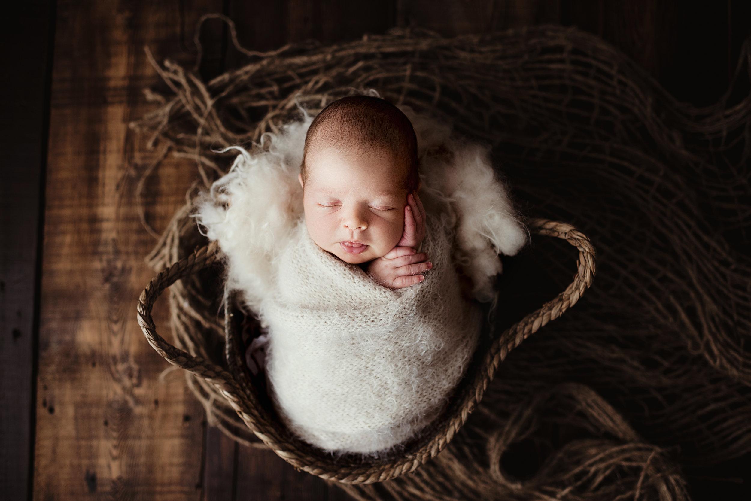Carter Newborn-1.jpg