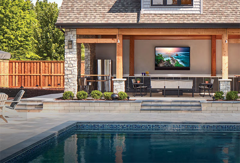 outdoor-tv-with-pool-house-email.jpg