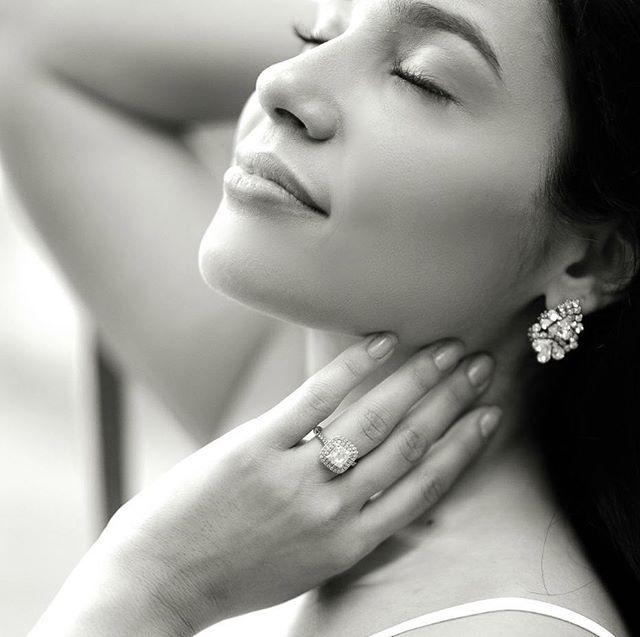 Striking Bride and her Fulgeo Diamonds Double Halo engagement ring! #myfulgeo  www.fulgeodiamonds.com @jenalangerphotography
