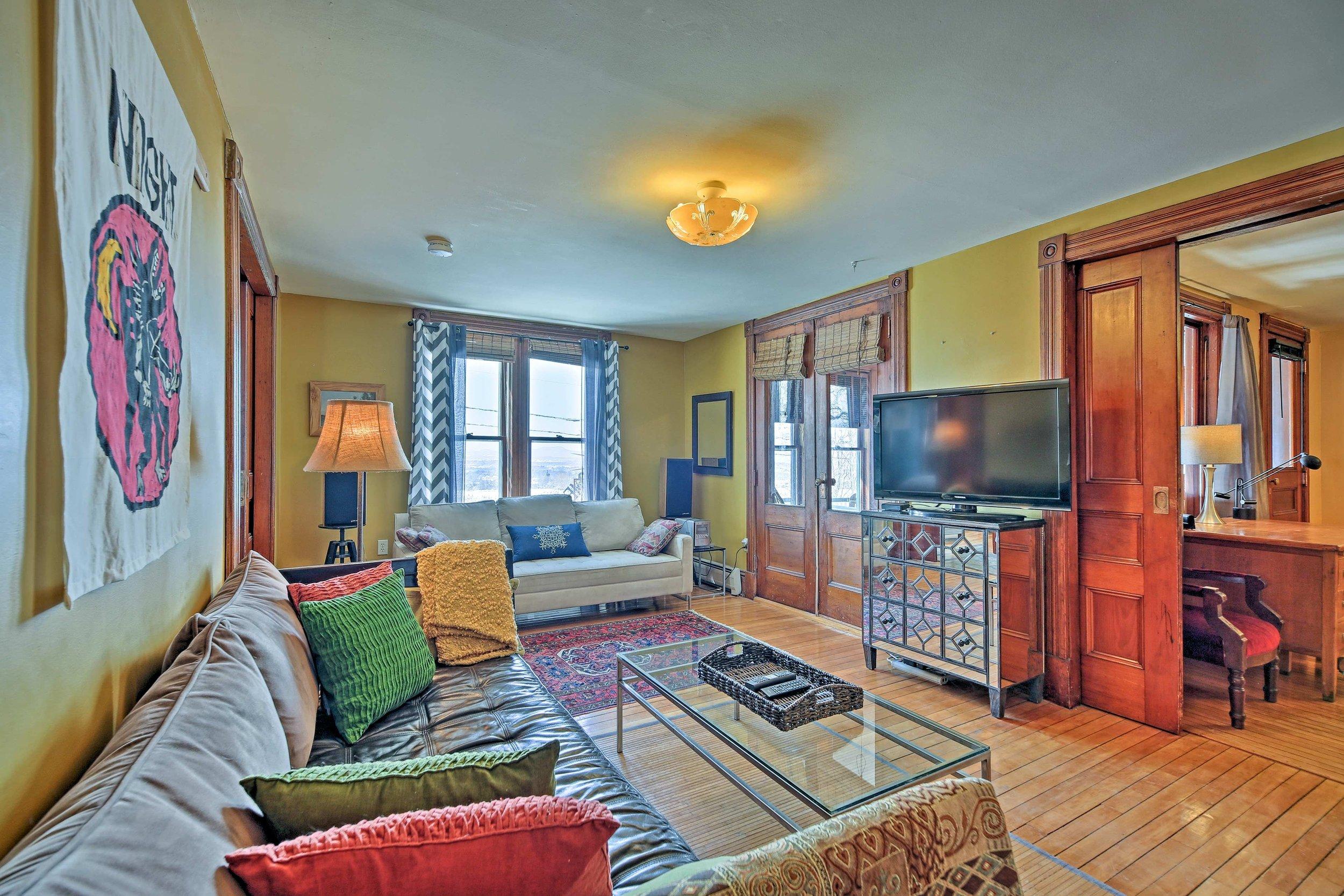west living room 3.jpg