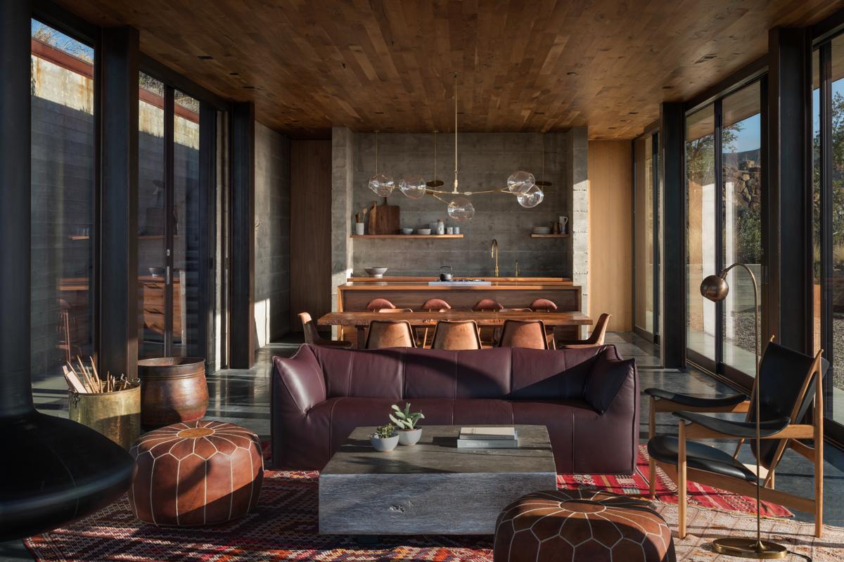 02-livingroom-JHID_santabarbaracoasthouse.jpg