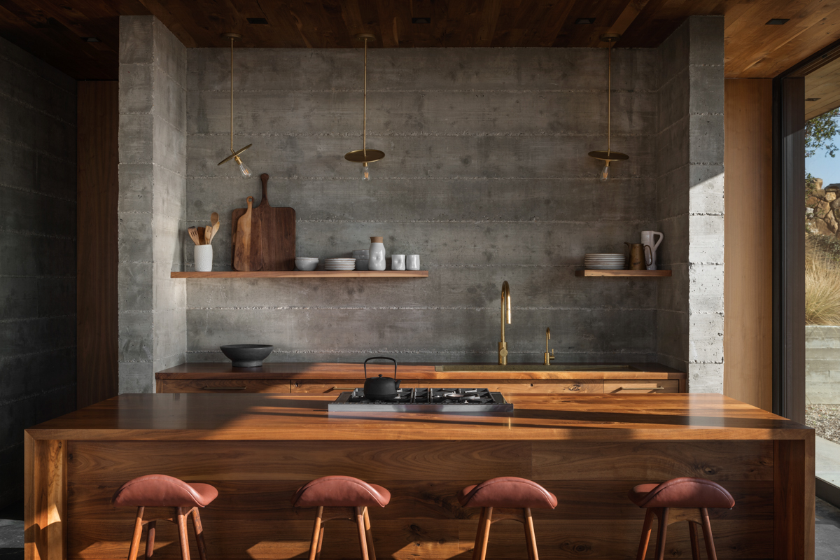 03-kitchen-JHID_santabarbaracoasthouse.jpg