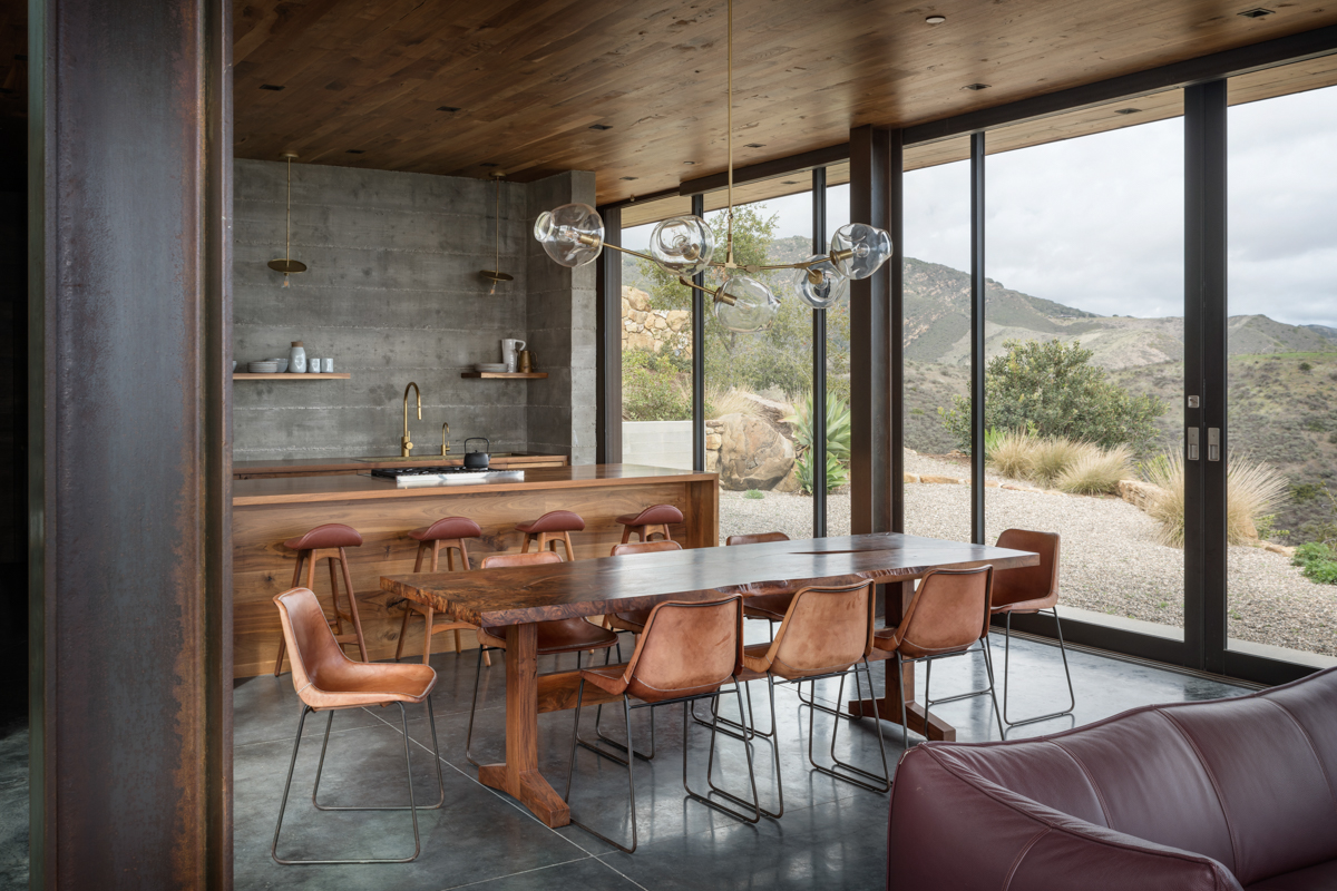 11-diningroom-JHID_santabarbaracoasthouse.jpg