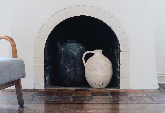 Quiet Light • • • #HolmbyDesign #interiordesign #light #fireplacedecor #design #kinfolk #thehappynow #pursuepretty #finditliveit #thatsdarling  #vscodesign #VSCOCam #VSCOFilm #LAinteriors #seekthesimplicity #gottahaveit #pottery #Westwood #love #interiors #liveauthentic #style #moodygrams #currentdesignsituation #finditstyleit #StayPowerful