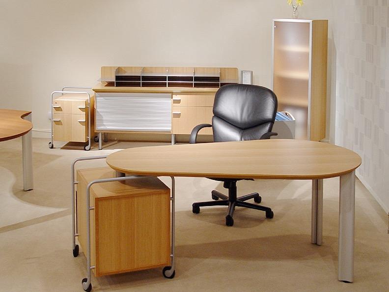 pivot desk 1.jpg